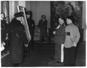 Hitler loots Jewis art Collections as he goes on with his conquest of Europe