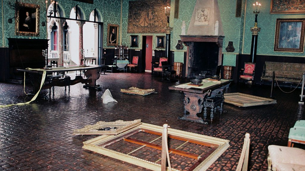 Destruction of the Dutch Room after the heist
