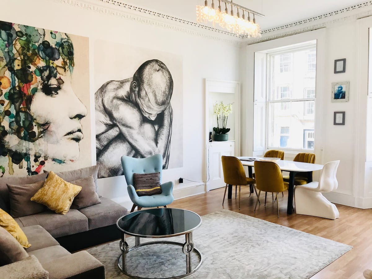 Sunny_and_Spacious_Realism-Airbnb_Rentals